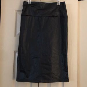 Pleather thin fabric black skirt